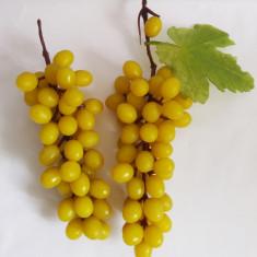 2 struguri fructe plastic, decor, anii 70-80,  perioada comunista, de colectie