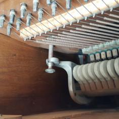 Vand urgent pianina de marca Altele