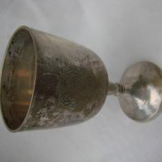 Pahar din alama argintata gravat cu doua arme marcat EPNS, Pahare