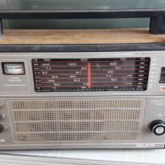 RADIO SELENA B-215 .