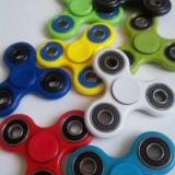 Spinner/spiner/fidget spinner NOU diferite culori