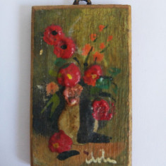 (T) Tablou pictura miniatura, vaza cu flori, maci, pe lemn, semnata, 4x2,5 cm