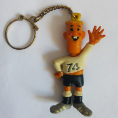(T) Breloc vechi Afli fotbalist, fotbal, Germania, vintage, figurina cauciuc - Breloc Barbati