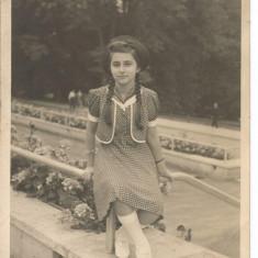 carte postala(foto )-TANARA IN PARC 1939