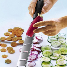 Feliator legume cu maner