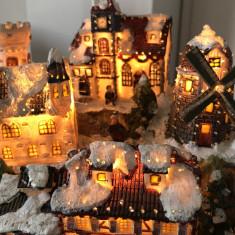 Ornament de Craciun,sarbatori de iarna,castel,cu trenulet si lumini