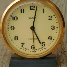 CEAS DE MASĂ RUSESC - SLAVA CU 11 RUBINE - FUNCȚIONAL, VINTAGE, FĂCUT DIN ALAMĂ! - Ceas de masa
