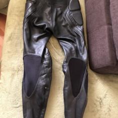 Pantaloni din piele, pentru bikeri, motociclisti, marime 48 - Imbracaminte moto