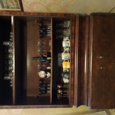 Vand mobila veche din lemn masiv de nuc
