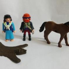 Figurine Playmobil - cal, blana de urs, 2 omuleti (femeie si barbat)