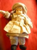 Papusa cu cap portelan ,veche ,h= 21 cm , imbracata de iarna
