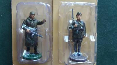 H.Set 2 soldati ARMATA ROSIE foto