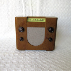 Radio miniatura reproducere dupa aparate radio vintage, radioreceptor colectie