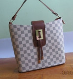 Geanta dama Louis Vuitton, Geanta de umar, Bej, Medie, Louis Vuitton