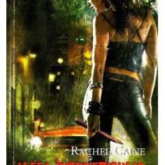 Vampirii din Morganville 3: Aleea intunericului Partea a doua (Ed. de buzunar) -- Rachel Caine