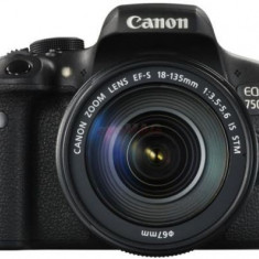 Aparat Foto DSLR Canon EOS 750D, Kit EFS 18-135 IS, Filmare Full HD, 24.2 MP (Negru)
