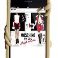 Protectie Spate Moschino B7927 pentru iPhone 5, iPhone 5s, iPhone SE (Auriu) - Husa Telefon