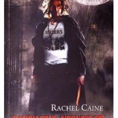 Vampirii din Morganville 4: Banchetul nebunilor partea intai (Ed. de buzunar) - Rachel Caine