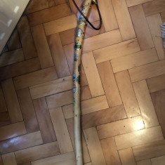 Toiag,alpenstock,baston bavarez,cu embleme metalice,de drumetie
