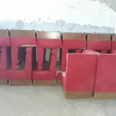 Canapele de bar uzate