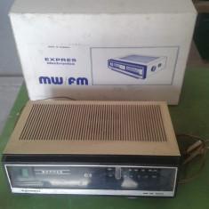 RADIO ELECTRONICA EXPRES COLECTIE FUNCTIONAL CU CUTIE - Aparat radio