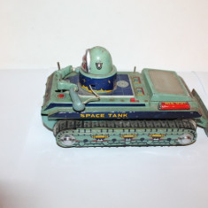 tanc, jucarie veche cu baterii
