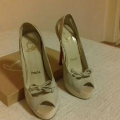 Vanzare sandale LOUBOUTIN - Sandale dama Christian Louboutin, Culoare: Bej, Marime: 36