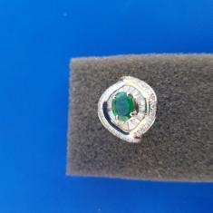 Inel aur alb 14K deosebit cu diamante și smarald