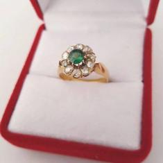 Inel din aur 18k cu smarald si 10 diamante