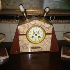 Deosebit ceas de semineu in stilul Art-Deco din marmura si elemente din bronz