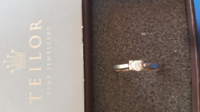 Inel logodna aur alb 18k cu diamant Teilor foto