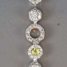 Lant cu pandantiv din aur cu peridote si 54 diamante