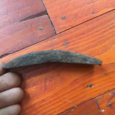 Scule / unelte - ciocan vechi pentru batut coasa sau secera fara maner ! - Metal/Fonta