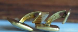 Butoni vintage din metal placat cu aur si sidef