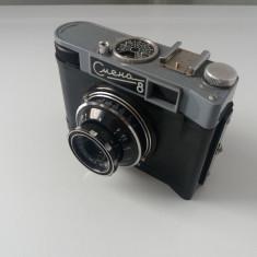 Aparat foto Smena 8, fabricat in U.R.S.S., cu toc de piele