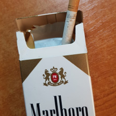 ambalaj tigari marlboro din anii '70-'80 - de colectie,contine si o tigare veche
