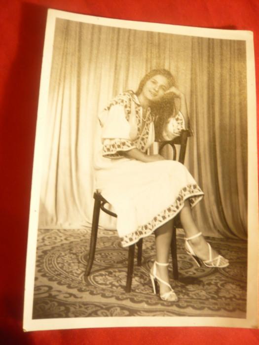 Fotografie- Tanara in Costum National Romanesc , dim.= 11x15,5 cm