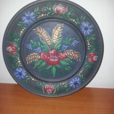 Farfurie decorativa din  lemn pictata handmade Germania