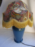 Cumpara ieftin Veioza din ceramica albastra cu abajur colorat