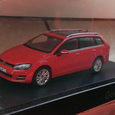 Macheta Volkswagen Golf 7 Variant rosu - Spark ed. dealer noua, 1:43 (VW)