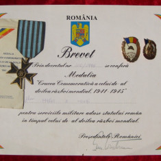 Lot WWII 2 insigne veteran brevet si Medalia Crucea Comemorativa 1941-1945 - Decoratie