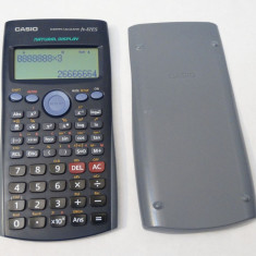Calculator stiintific Casio FX-82ES