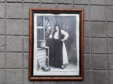 Taranca la fantana, fotografie veche 34 x 44 cm, port popular vechi