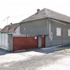 Vând casă în Curtici