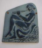 Basorelief - femeie nud stand pe perne si cantand la flaut