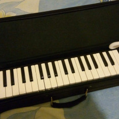 Vand clavieta noua in husa