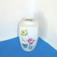 Vaza portelan japonez pictata manual, anii 50 - Trandafiri - fara marcaj