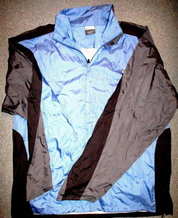 Bluza trening Nike bleu cu bleumarin, material fas,  lungime 75 cm, latime 65 cm