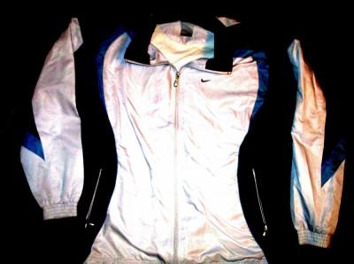 Bluza trening Nike alb cu bleumarin, material fas,  lungime 75 cm, latime 60 cm foto