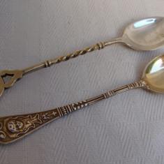Superbe doua lingurite argintate si aurite din perioada interbelica, Tacamuri